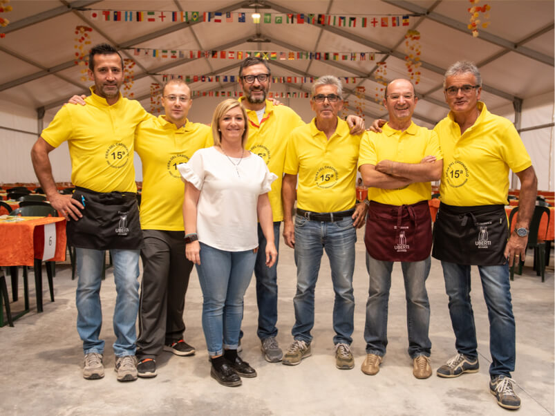 gruppo di volontari della Pro Loco di Barbariga
